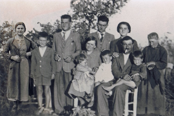 A view into the past of Casale Monticchio: family photos