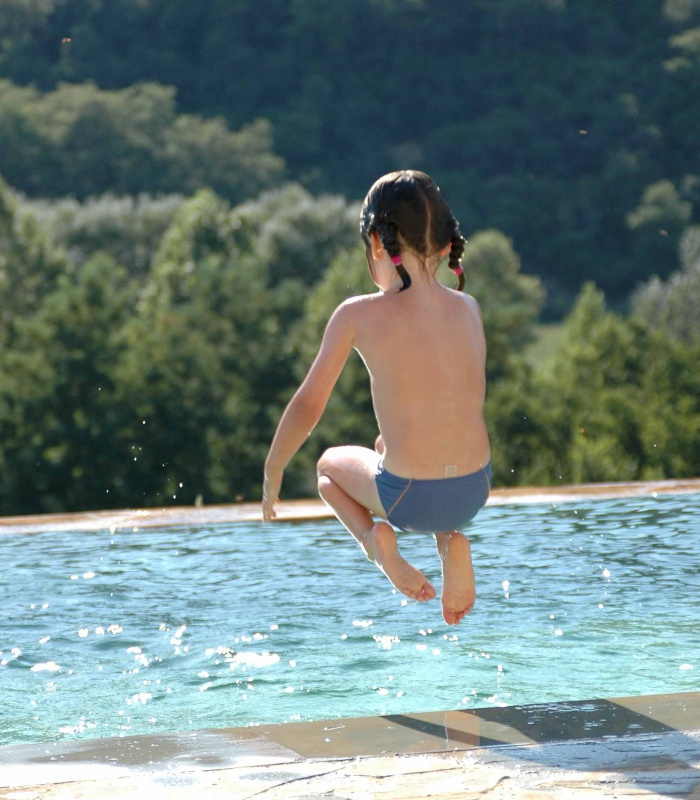 A jump into the swimming pool