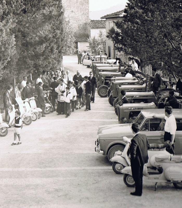 Benedizione delle auto e dei veicoli del 1964 - tipica tradizione religiosa italiana nelle campagne