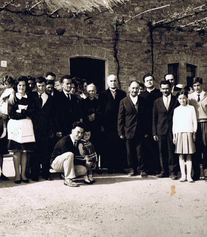 10 maggio 1965: Foto storica della famiglia che viveva a Casale Monticchio