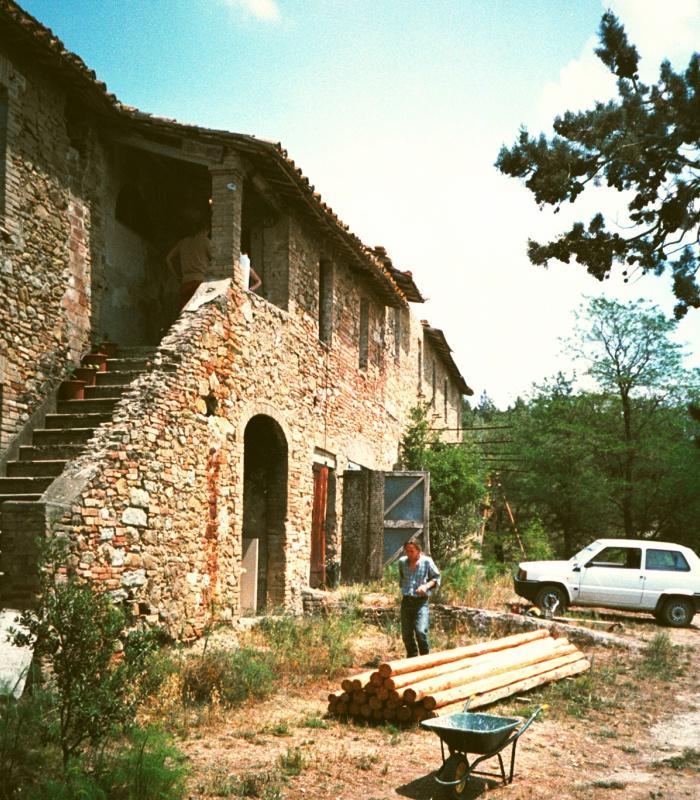 Foto storica del giorno: vista frontale di Casale Monticchio